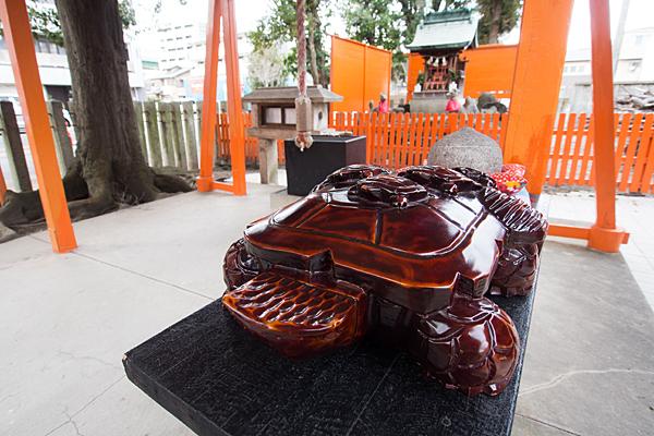 和徳稲荷社の木像亀