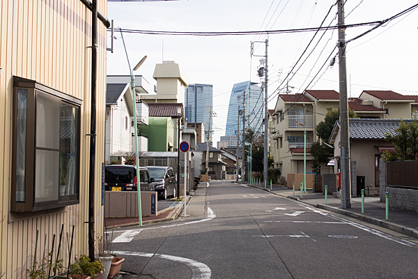 住宅街と名駅ビル