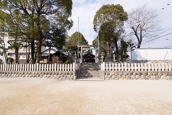 成願寺六所神社外観
