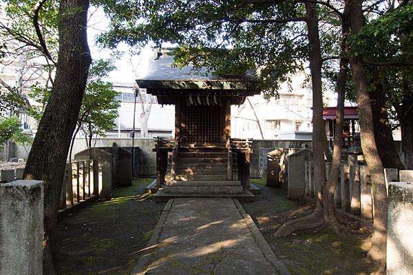 闇之森八幡社尾頭神社