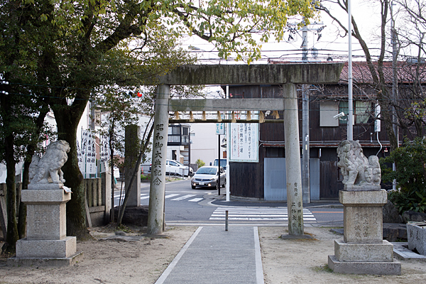 八王子神社春日神社境内の風景