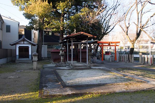 稲荷神社全景