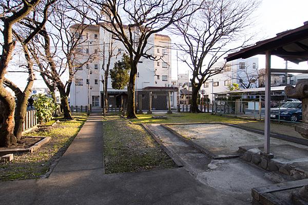 稲荷神社境内の風景