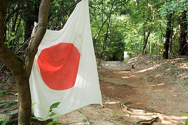 中山神社前の日の丸