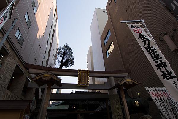 ビルに囲まれた久屋金刀比羅神社