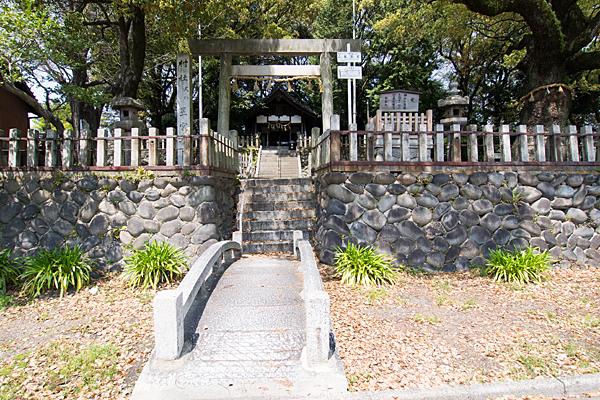 星宮社入り口の橋