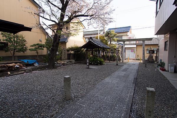 古傳馬神社境内の風景