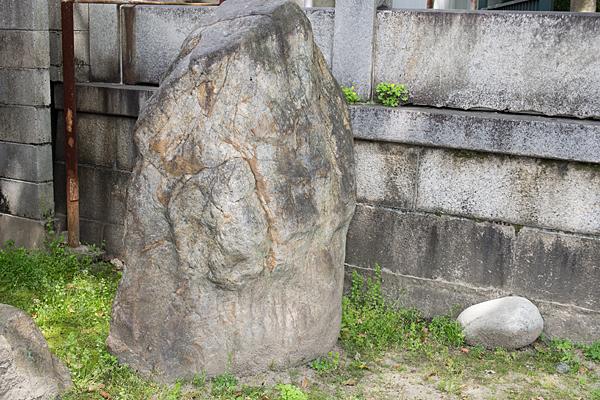 椿神明社岩