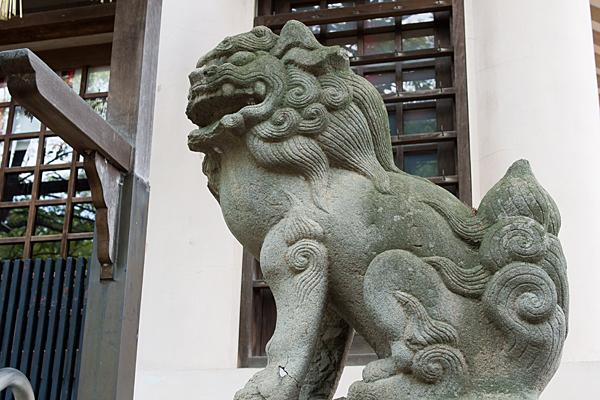 牧野神明社拝殿前の狛犬