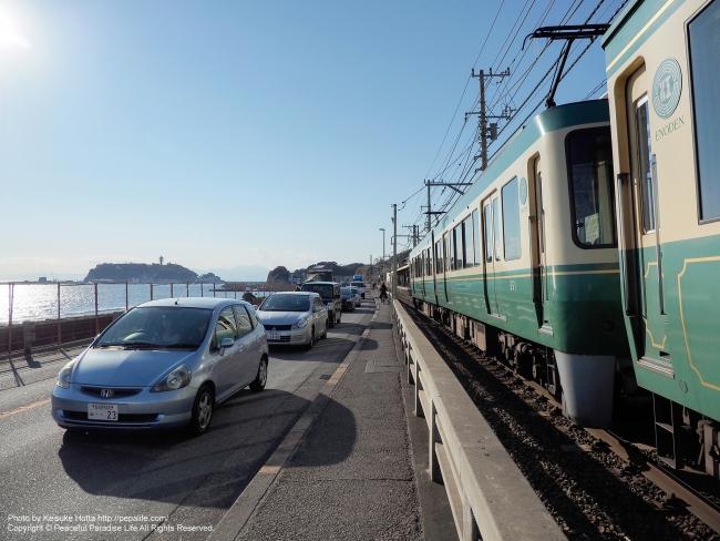 江ノ電 鎌倉高校前駅に電車がとうちゃこー