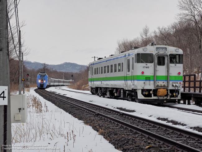 古瀬駅の列車交換