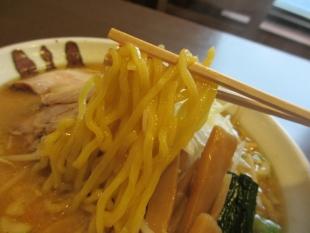 樹よし 生姜味噌ラーメン 麺