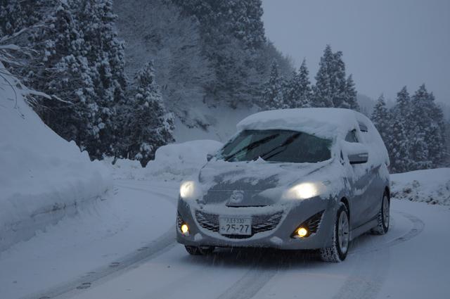 雪道を行くプレマシー