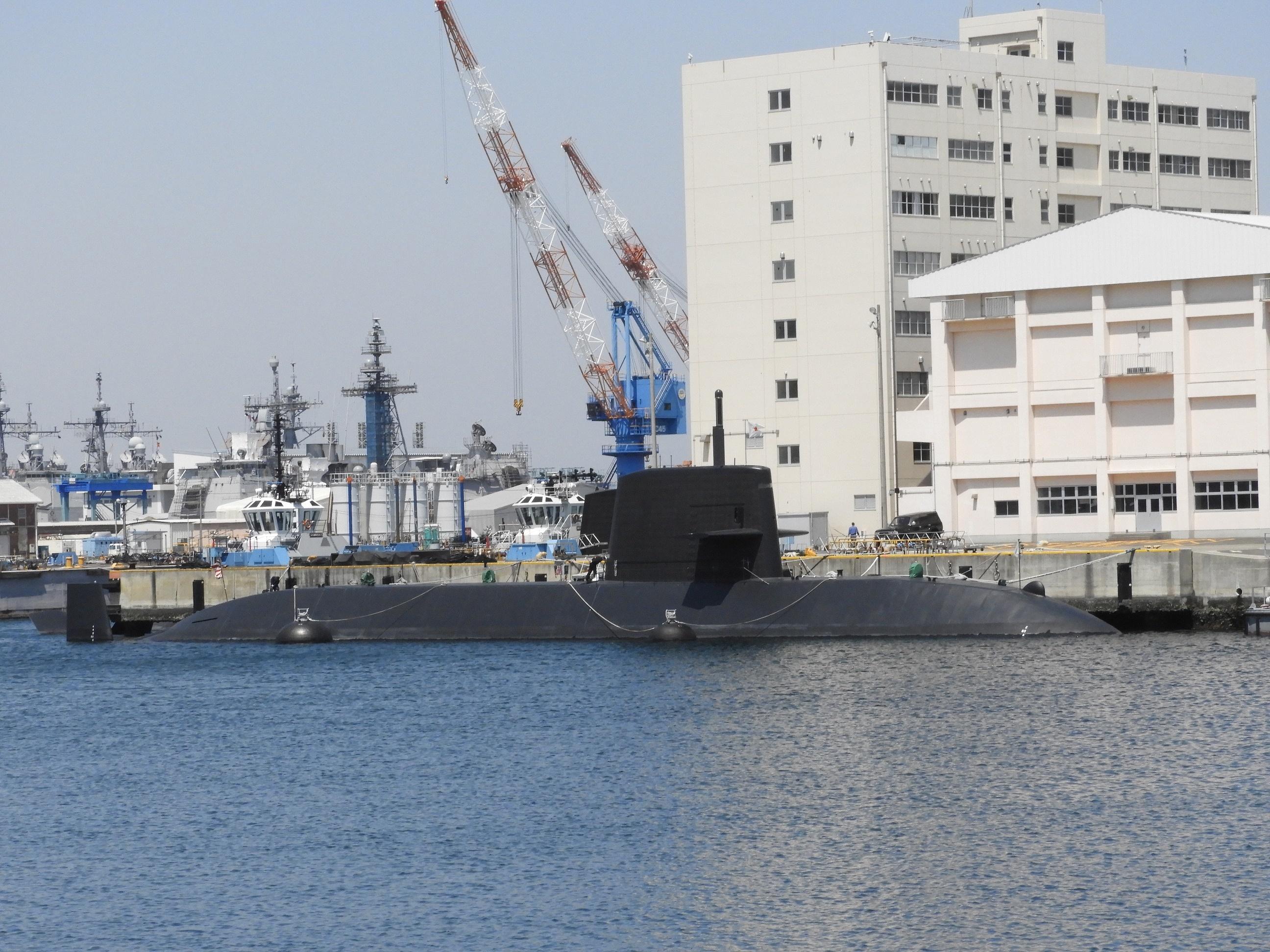 横須賀港潜水艦