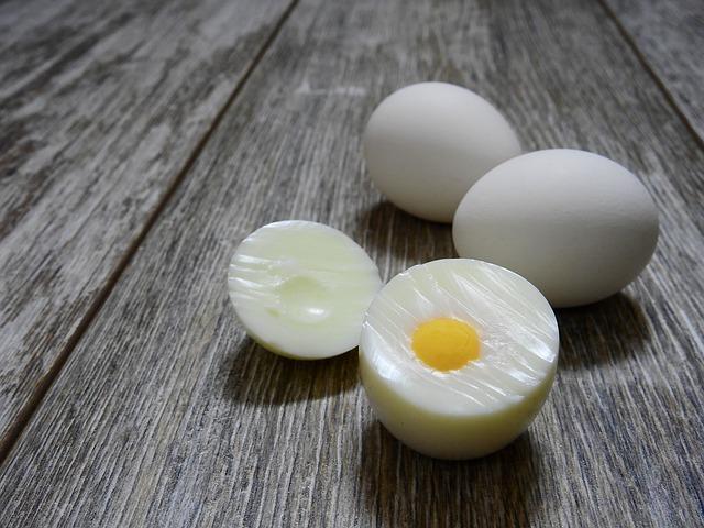 ゆで卵の黄身を真ん中にするには?