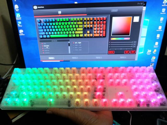 Masterkeys_Pro_L_RGB_Crystal_Edition_10.jpg