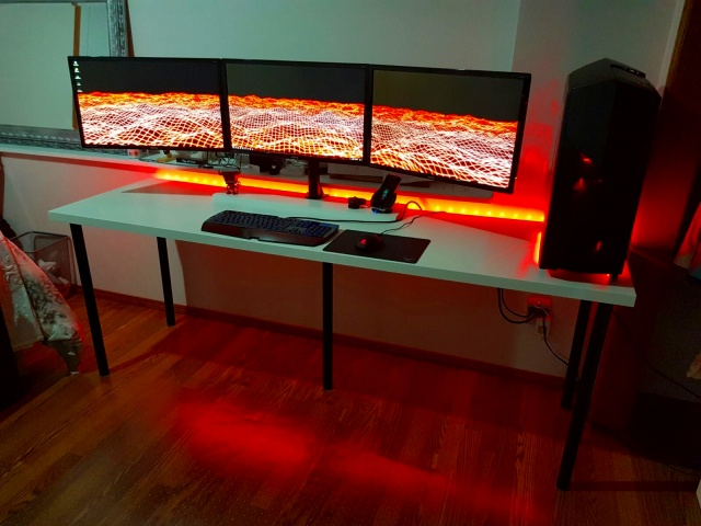 PC_Desk_MultiDisplay86_02.jpg