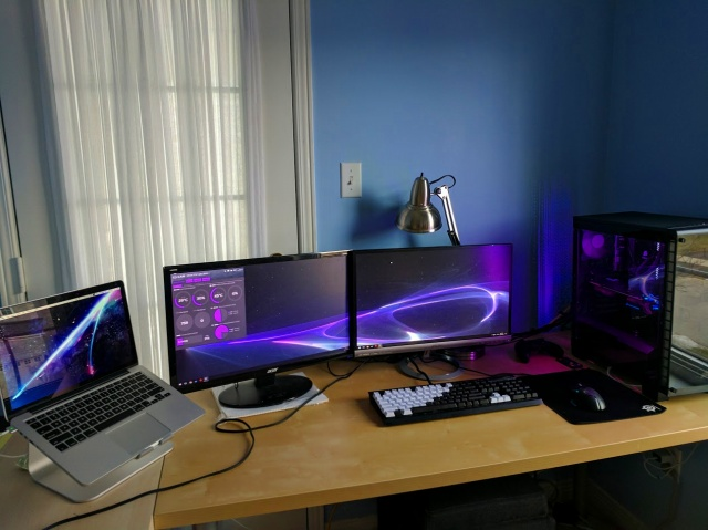 PC_Desk_MultiDisplay86_50.jpg