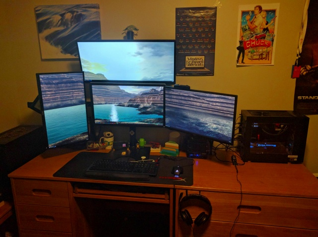 PC_Desk_MultiDisplay86_97.jpg
