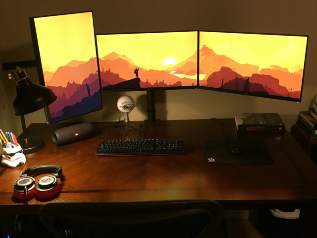 PC_Desk_MultiDisplay87_64.jpg
