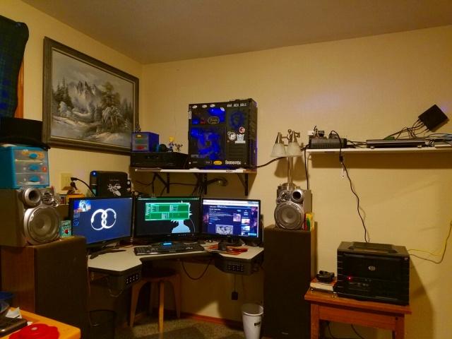 PC_Desk_MultiDisplay89_16.jpg