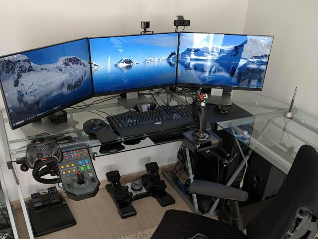 PC_Desk_MultiDisplay89_47.jpg