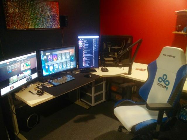 PC_Desk_MultiDisplay89_60.jpg