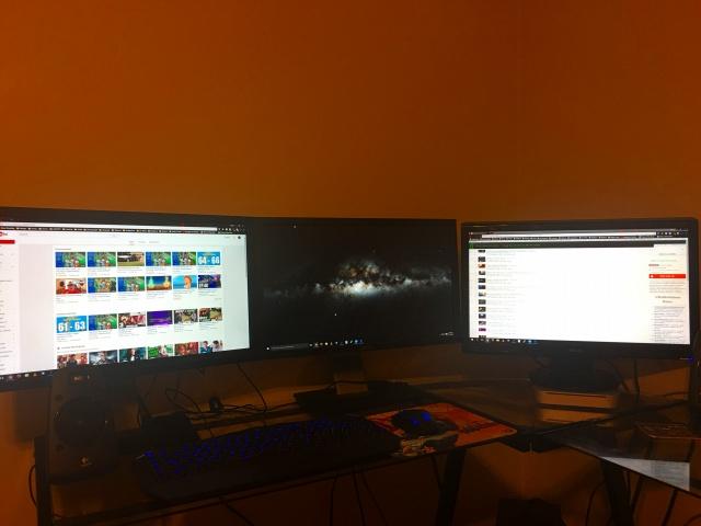 PC_Desk_MultiDisplay89_72.jpg