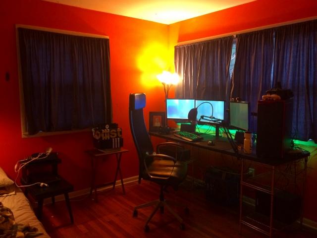 PC_Desk_MultiDisplay89_73.jpg