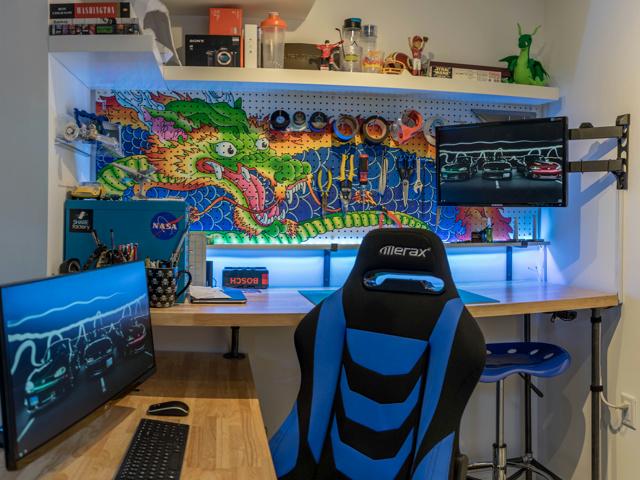 PC_Desk_MultiDisplay89_74.jpg