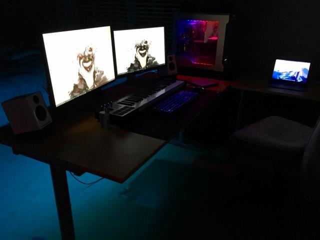 PC_Desk_MultiDisplay89_75.jpg