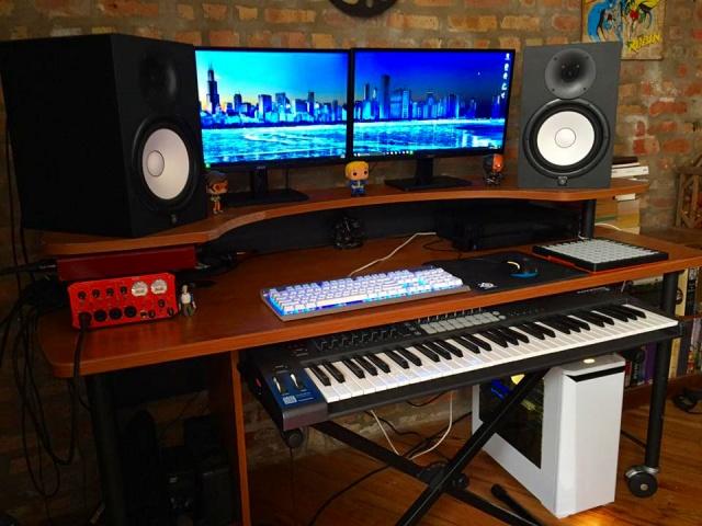 PC_Desk_MultiDisplay89_77.jpg