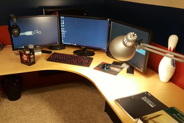 PC_Desk_MultiDisplay89_95.jpg