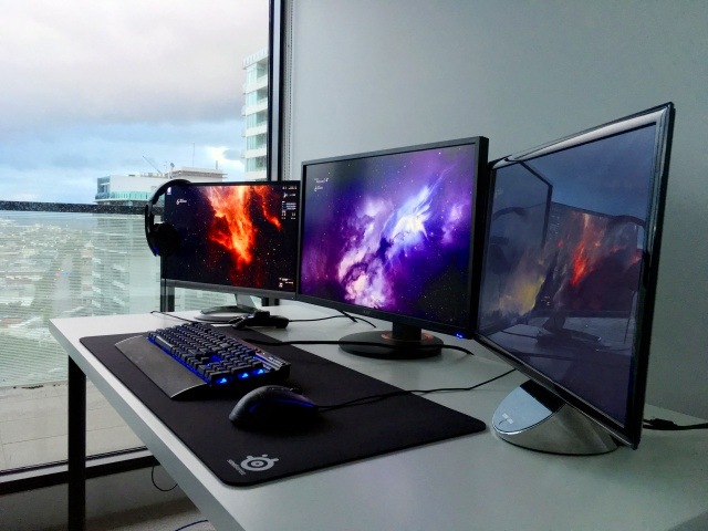PC_Desk_MultiDisplay90_24.jpg