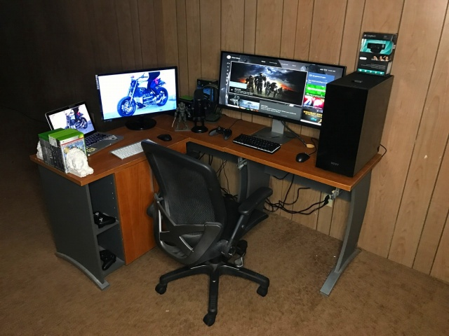 PC_Desk_UltlaWideMonitor17_29.jpg