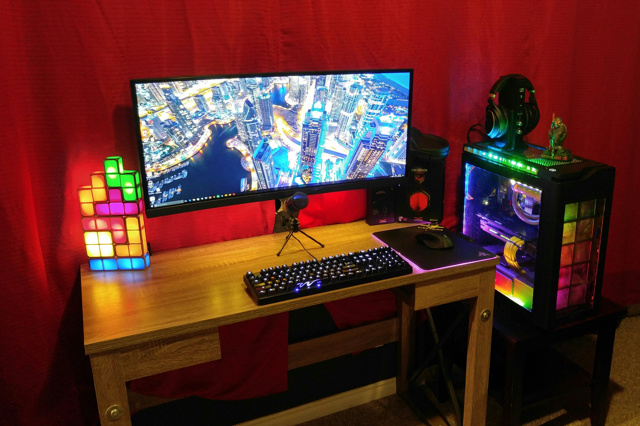PC_Desk_UltlaWideMonitor17_57.jpg