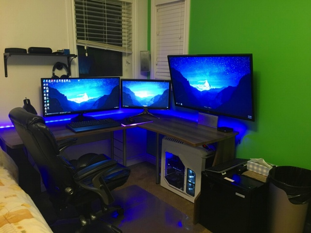 PC_Desk_UltlaWideMonitor17_60.jpg