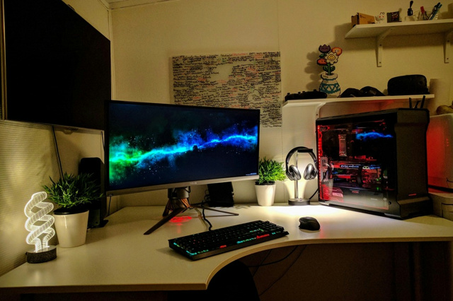 PC_Desk_UltlaWideMonitor17_72.jpg