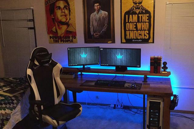 PC_Desk_UltlaWideMonitor18_09.jpg