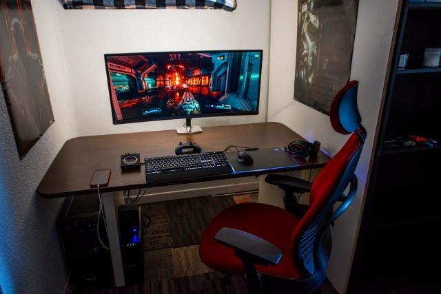 PC_Desk_UltlaWideMonitor18_13.jpg