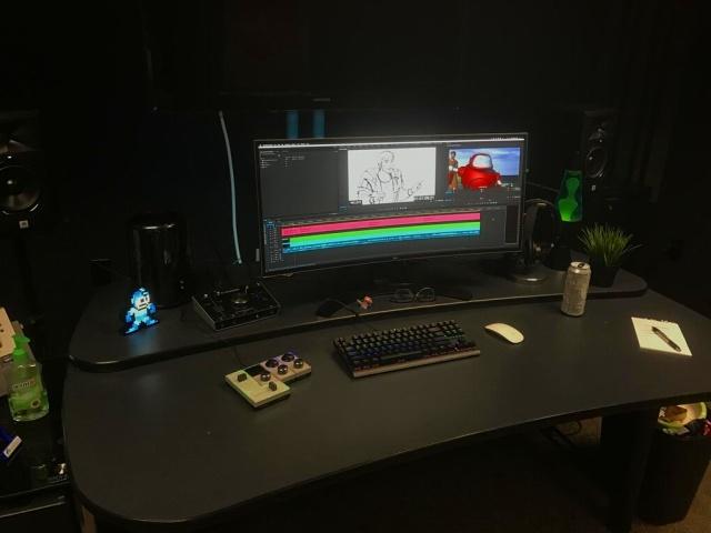 PC_Desk_UltlaWideMonitor18_17.jpg