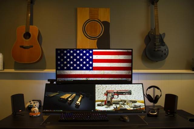 PC_Desk_UltlaWideMonitor18_37.jpg