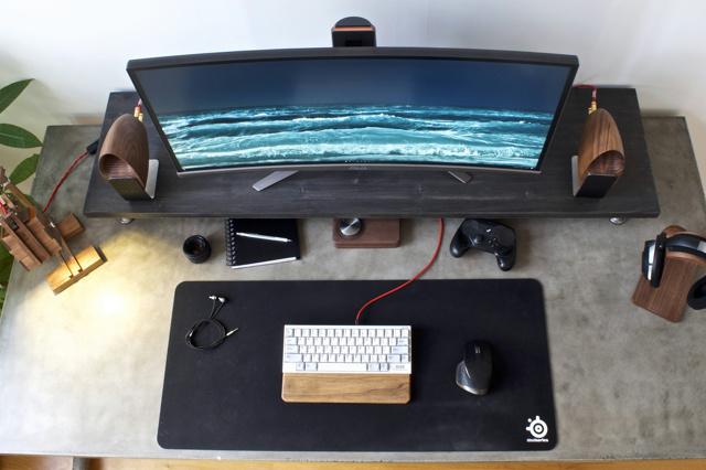 PC_Desk_UltlaWideMonitor18_85.jpg
