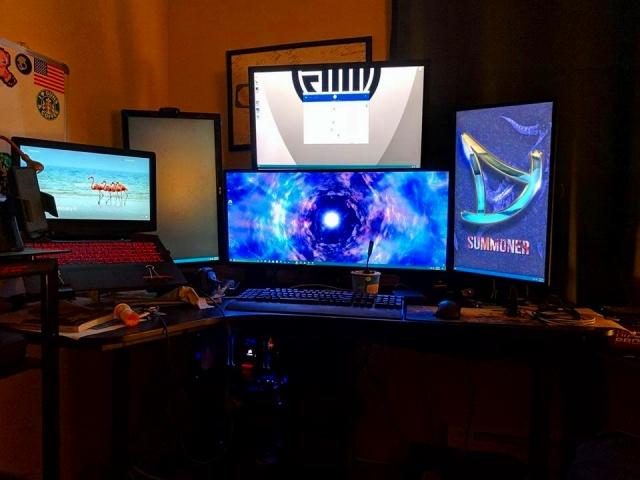 PC_Desk_UltlaWideMonitor18_91.jpg